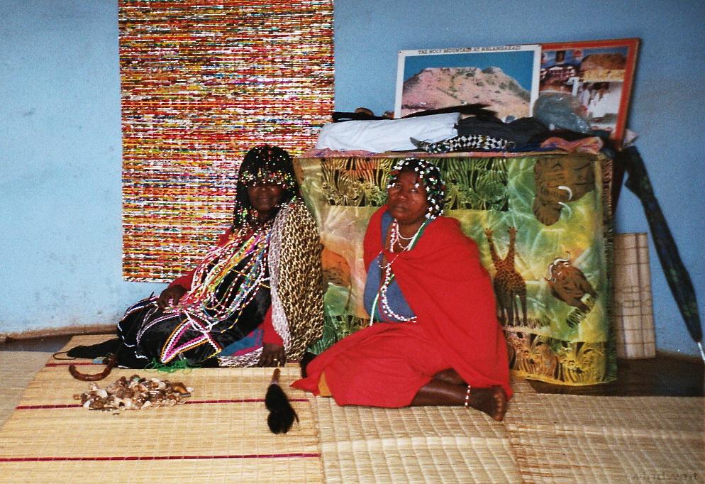 Hluluwe – Schulbesuch, weise Frauen und Nashörner