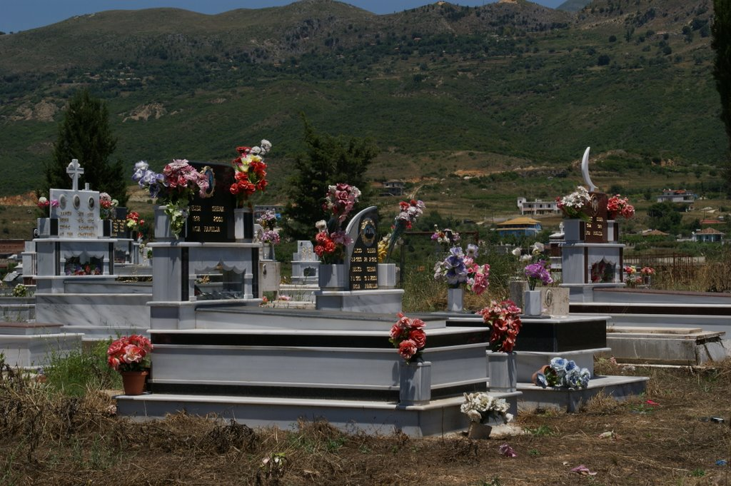 Halbmond und Kreuz friedlich vereint im Tod (und im Leben)