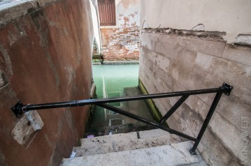 Treppe zum Kanal